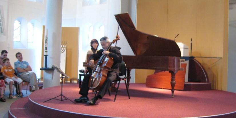 Hidemi Suzuki en Chie Hirai in Paaskerk