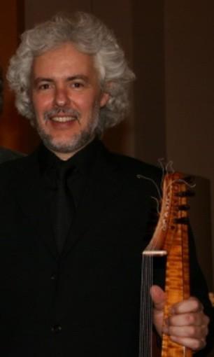 Eduardo Egüez bezoekt Paaskerk