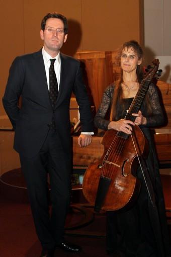 Friederike Heumann en Menno van Delft spelen Paaskerk plat